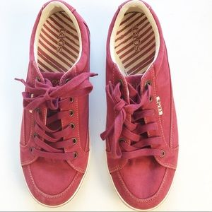 Taos Moc Star Red Canvas Lace Up Sneaker Size 9.5